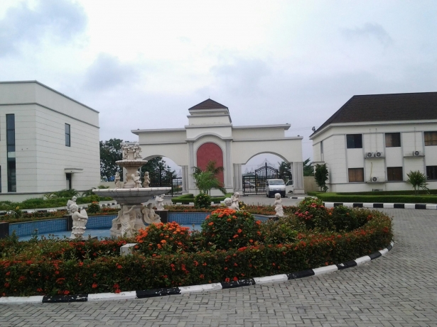 Entrance to Emperor Estate , Sango Tedo,Ajah